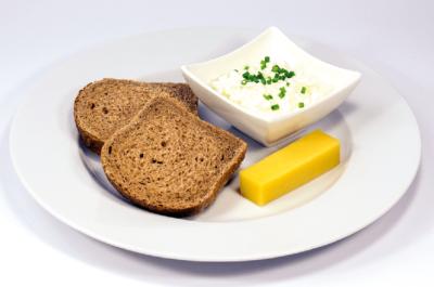Menü Hüttenkaese, Hartkaese und Brot