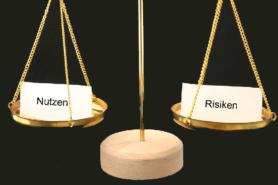 Waage mit Nutzen und Risiko