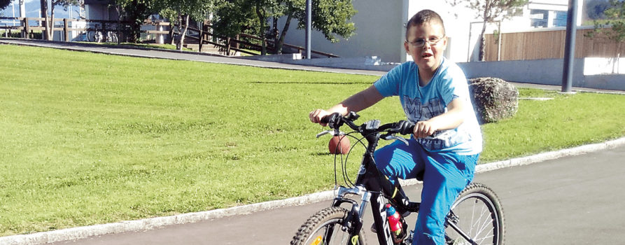 Charaf fährt Fahrrad