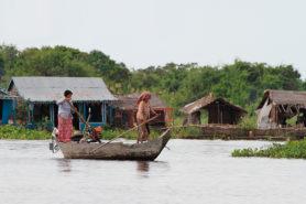 Leben im Kambodscha. Fahrt auf dem Fluss