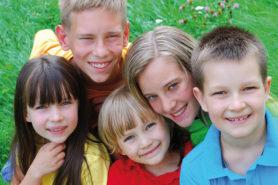 Gruppe mit Kindern