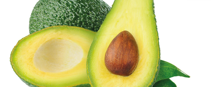 Avocado aufgeschnitten und ganz